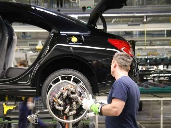Megállapodtak a kecskeméti Mercedesnél: akár több tízezer forinttal nőhetnek a fizetések