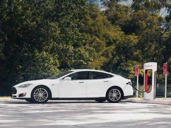 Tesla Supercharger épül Győrben